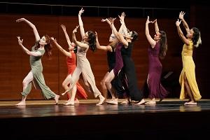Uraufführung einer Performance von Lucy Flournoy mit Studentinnen der Folkwang Universität der Künste