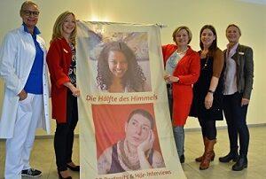 Ausstellung über Frauen anlässlich des Gedenktags gegen Gewalt an Frauen