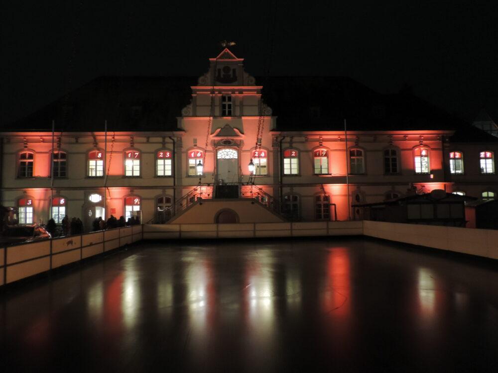 Orange the World - Rot erleuchtetes Rathaus Lippstadt (1)